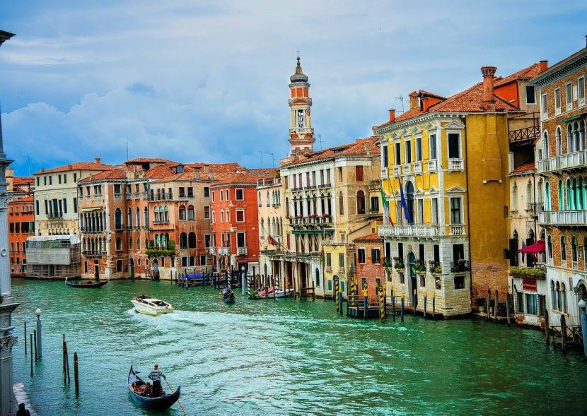 Venecia y sus canales como lugar destacado en Italia