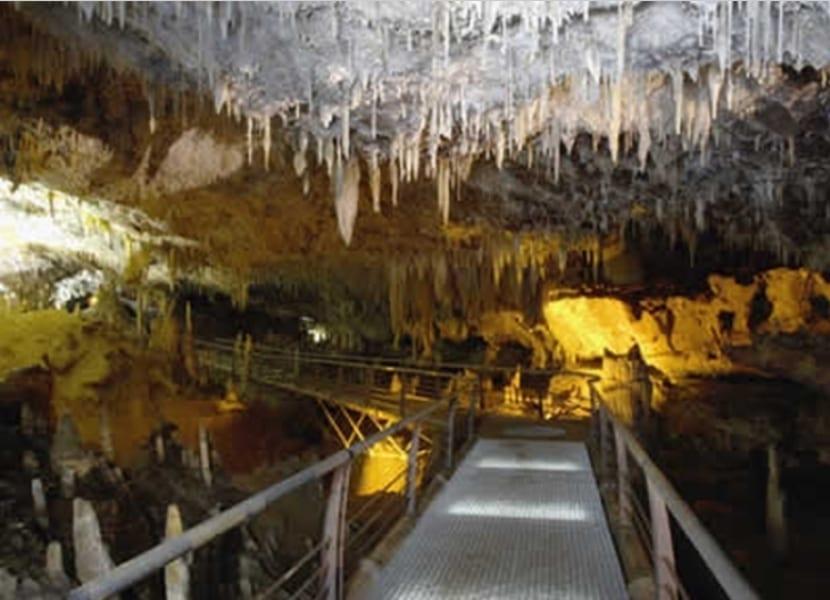 Interior cueva minera El Soplao