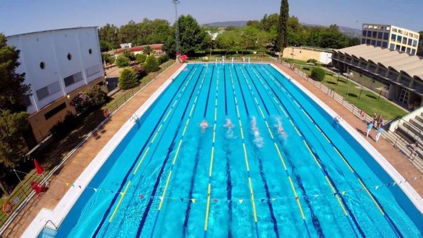 Piscinas en cordoba espaa gallery of piscina estropeada y for Piscina municipal los cristianos