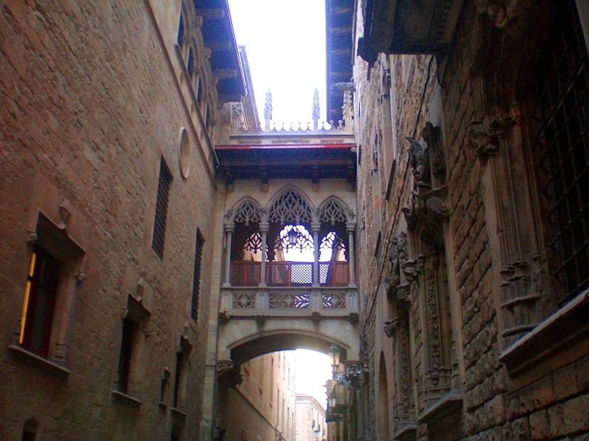 Calle del obispo Barrio Gótico en Barcelona