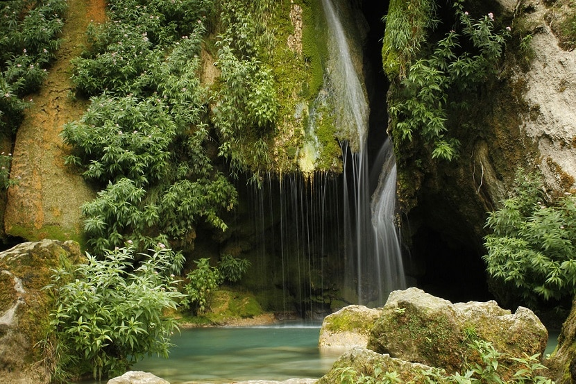 Salto del agua en Urederra