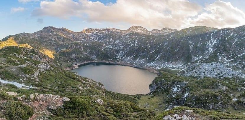 Lagos Asturias
