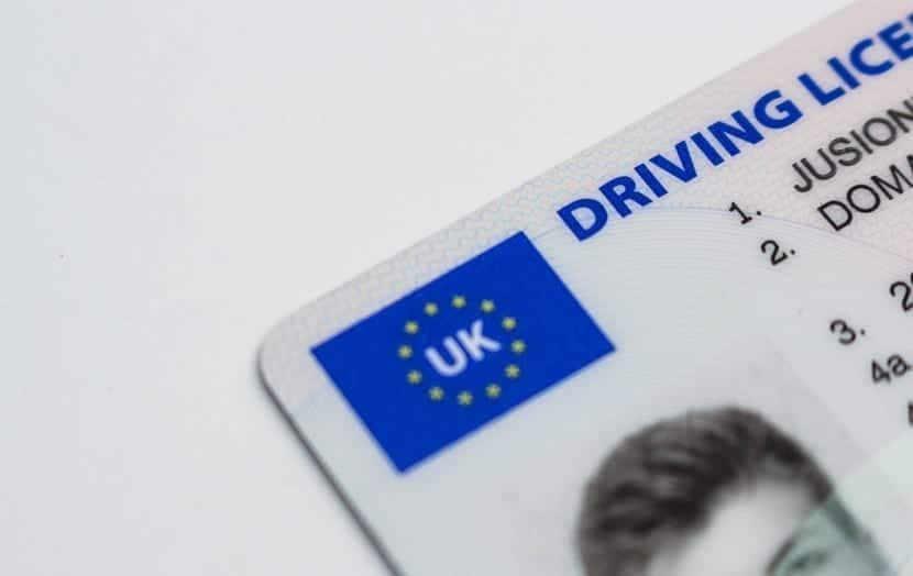 Cómo sacarse el permiso internacional para conducir