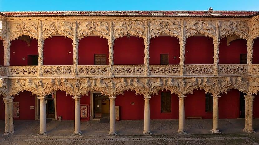 Patio de los leones Palacio del Infantado