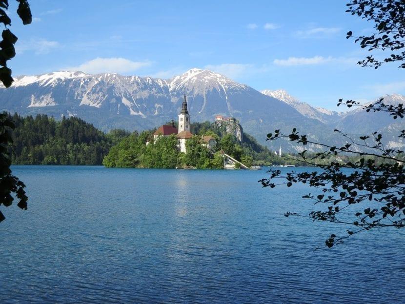 Iglesia de la Santa Asunción en el lago Bled