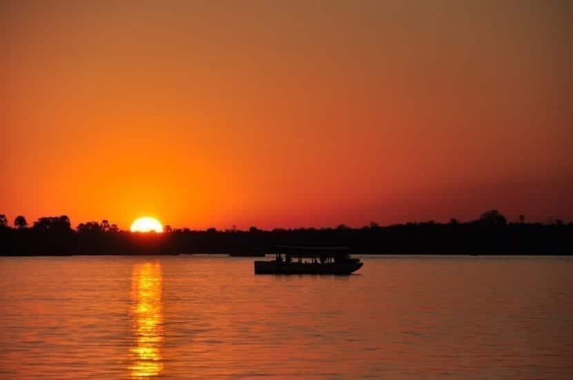 Atardecer y crucero en el río Zambeze