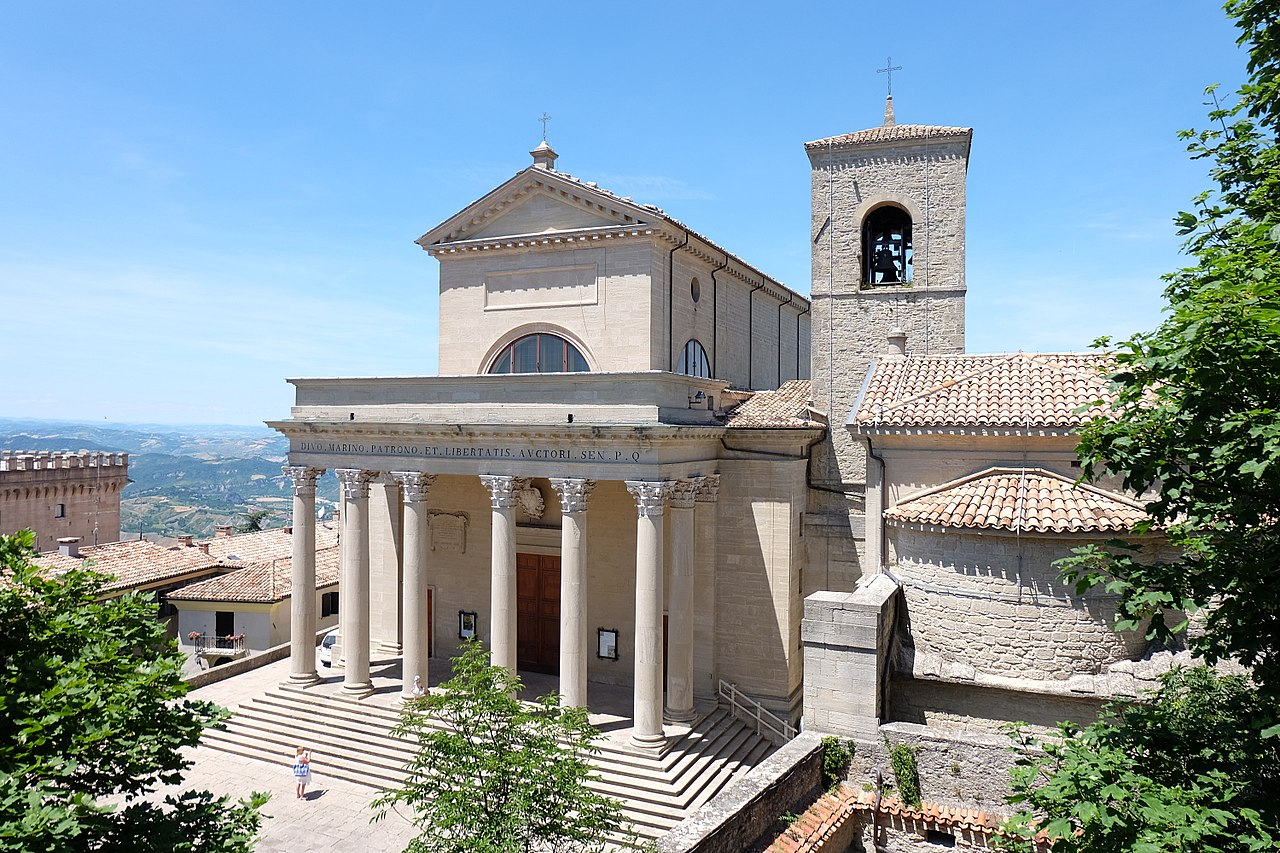 Vista de la catedral de San Marino