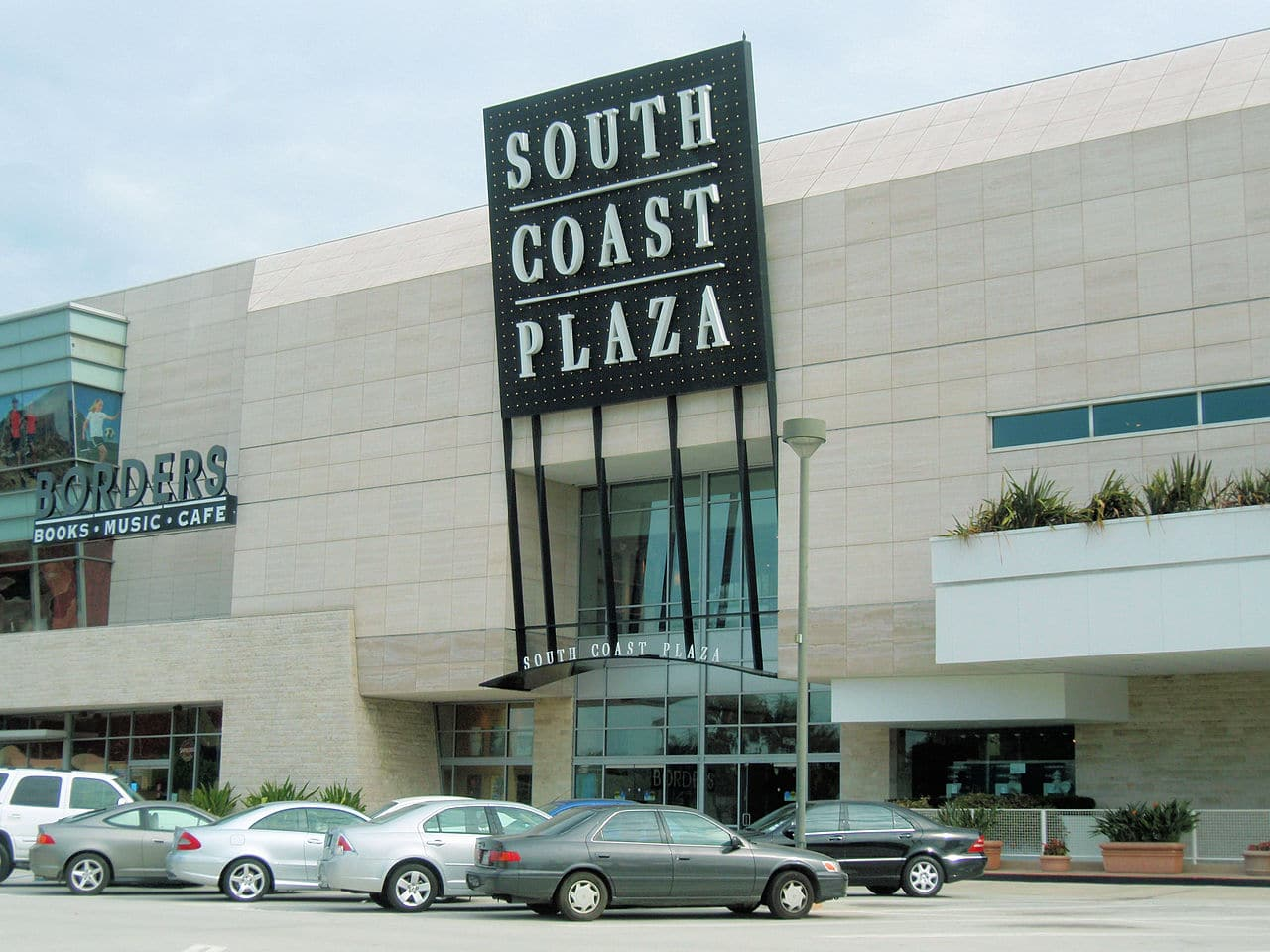 Entrada del South Coast Plaza