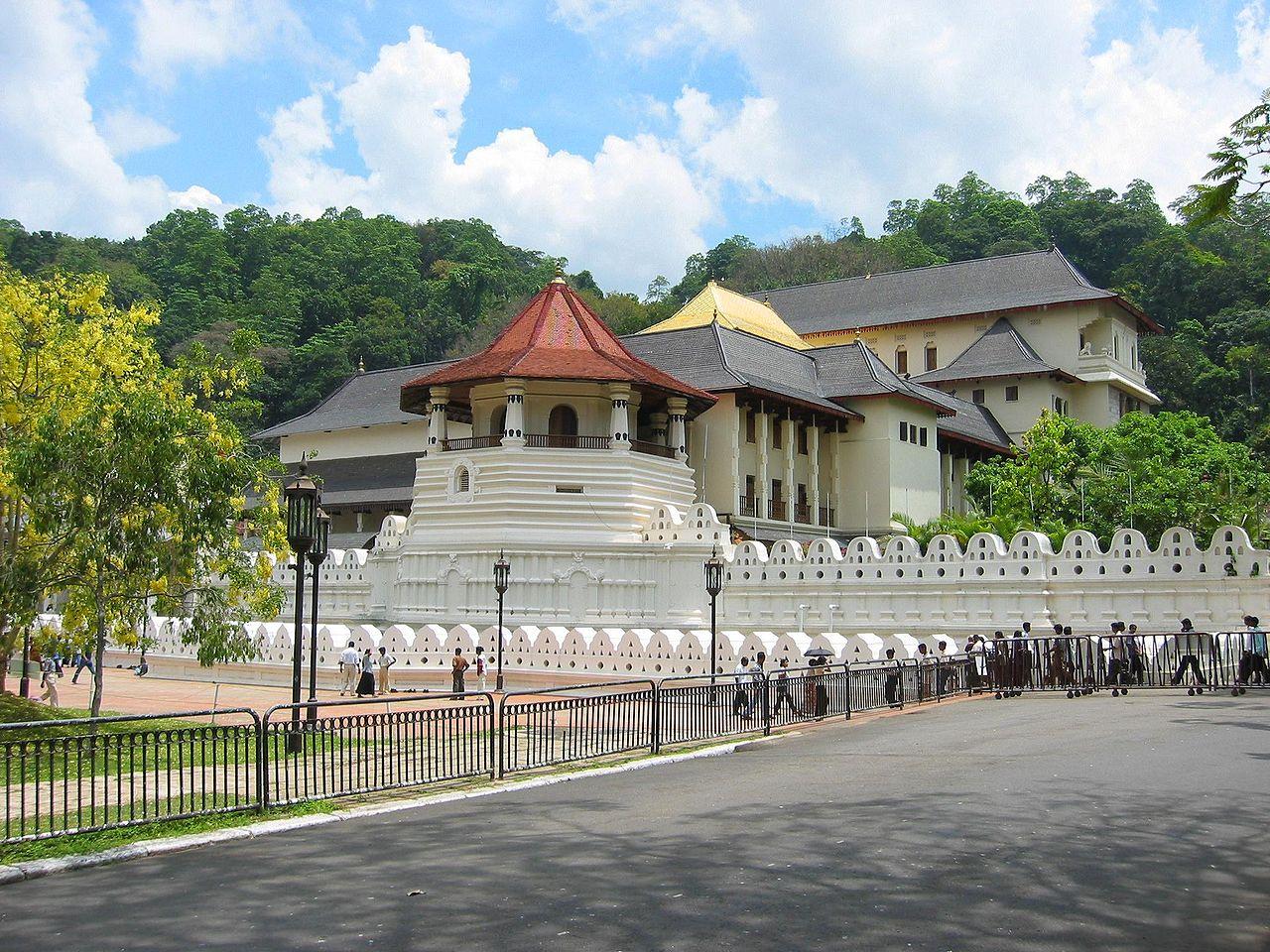 Vista del Templo del Diente de Buda