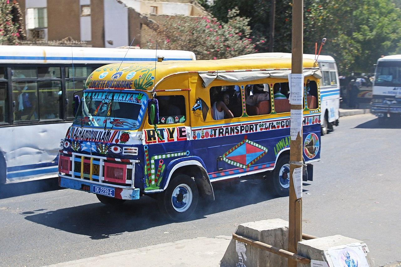 Un car rapide en Dakar