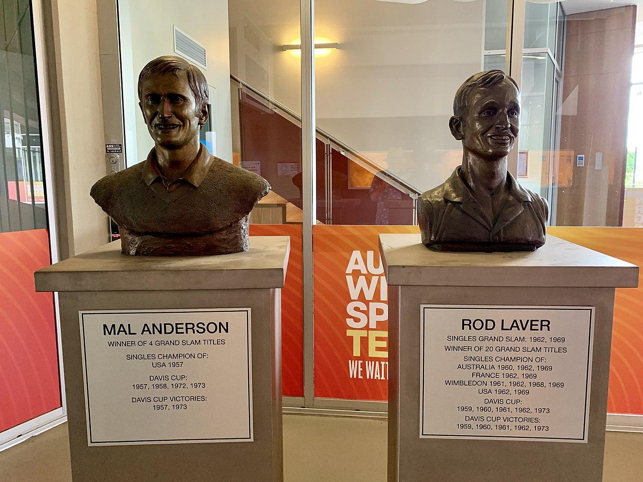 Busto de Rod Laver