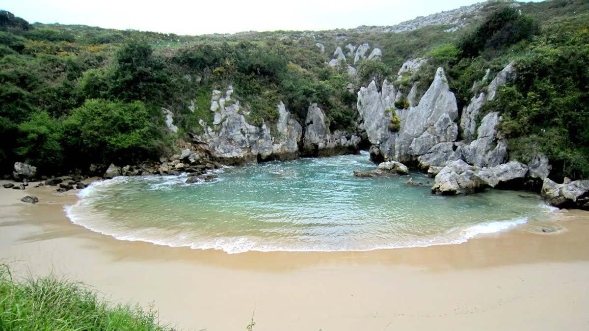 playa gulpiyuri sin mar