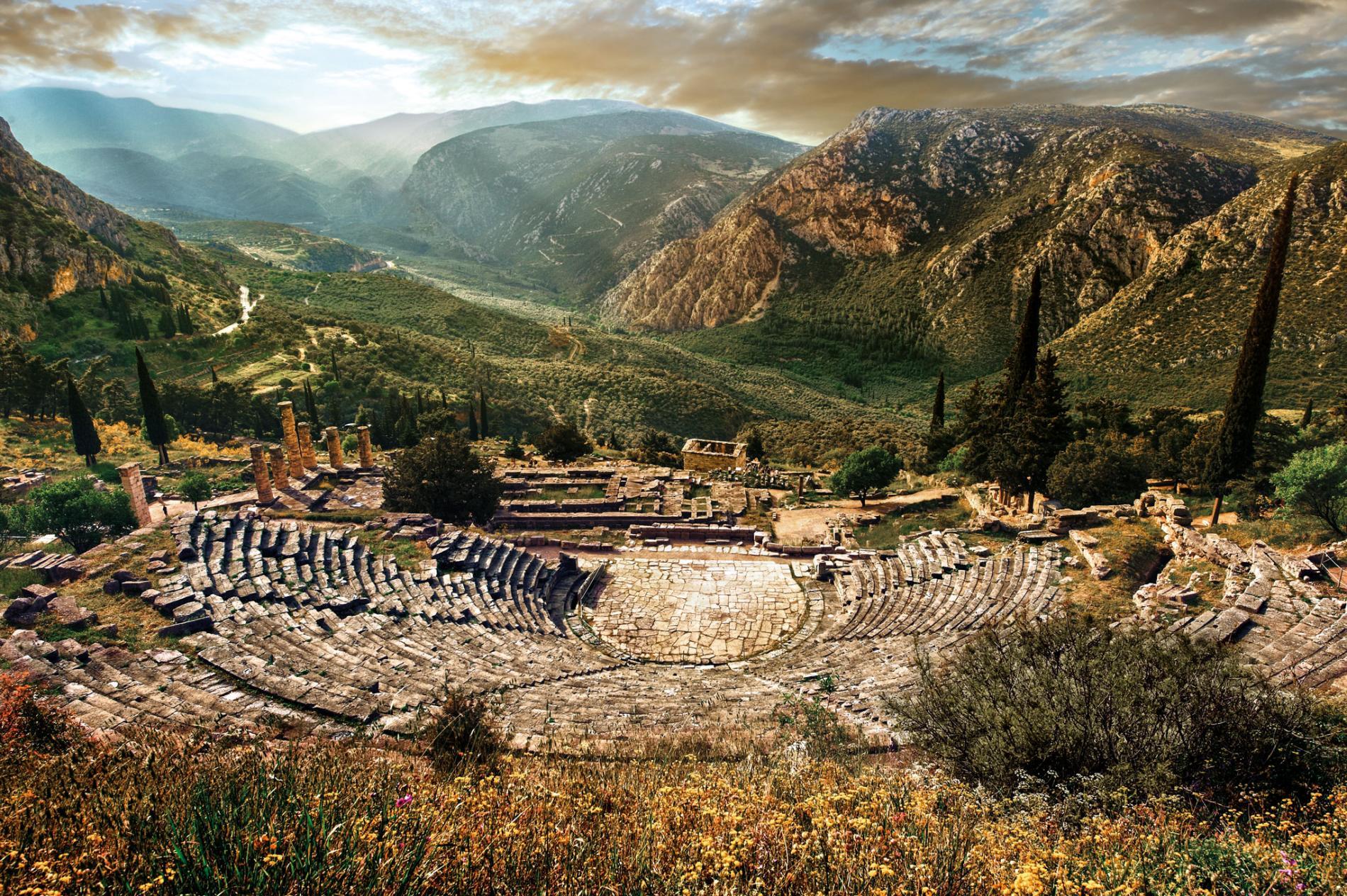 antiguo teatro griego en Delfos