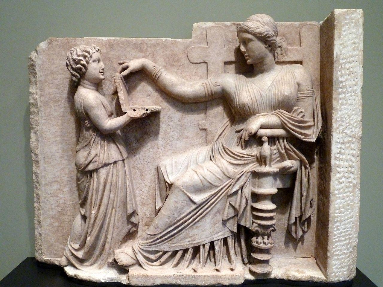 Una esclava atendiendo a su señora