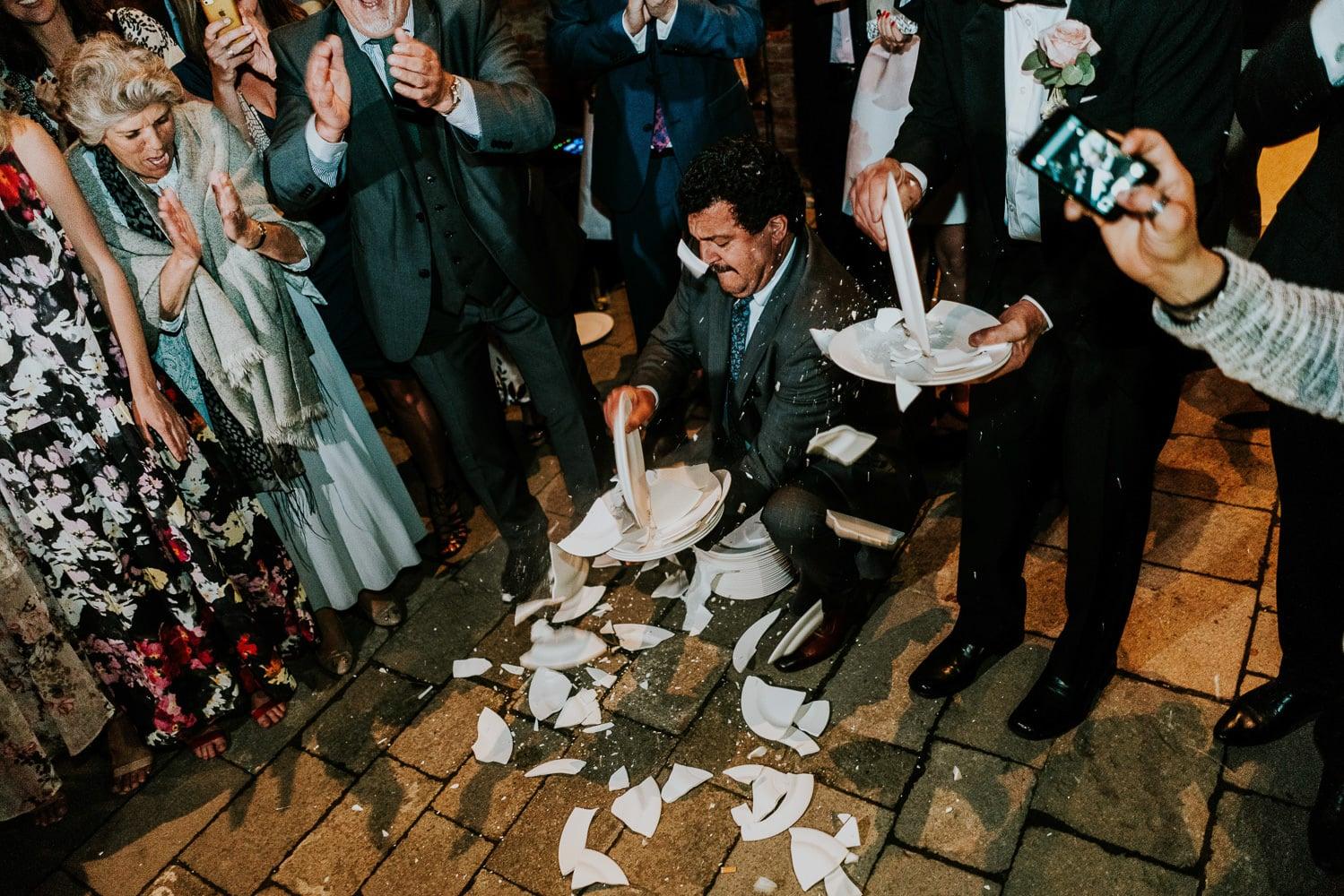 boda griega platos rotos